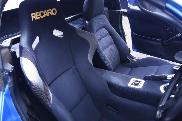 RECARO FULL BUCKET SEAT AT DRIVER POSITION