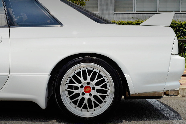 REAR EXTERIOR BBS LM WHEEL OF SILVER COLOR