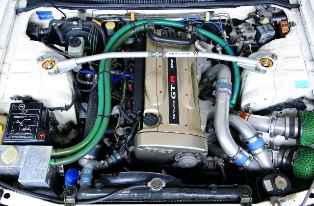 R34 NUR RB26 TWINTURBO ENGINE