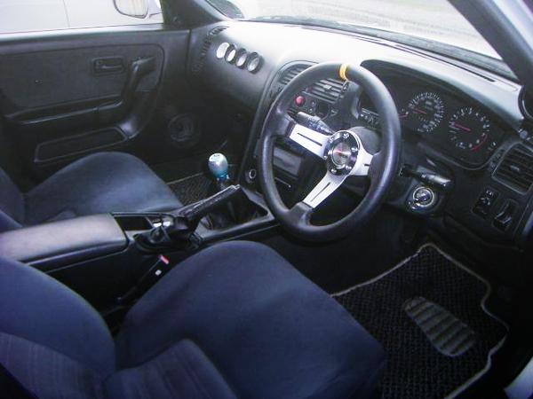 R33 SKYLINE 4-DOOR INTERIOR