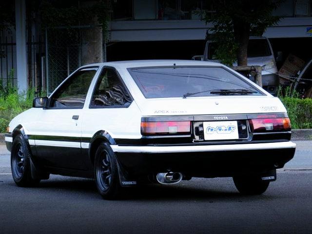 REAR EXTERIOR OF AE86 TRUENO GT-APEX