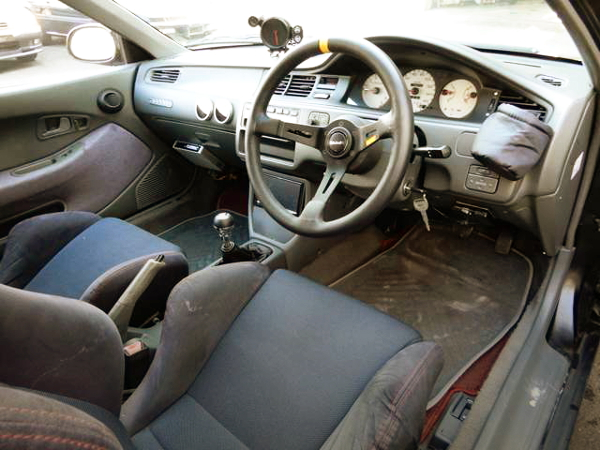 INTERIOR DASHBOARD OF EG CIVIC HATCH