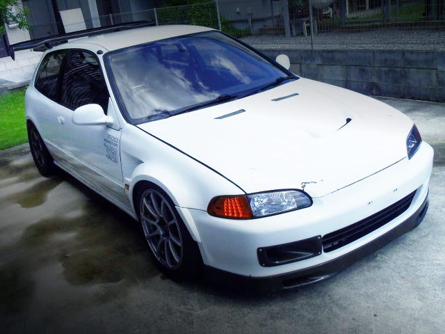 FRONT FACE OF EG6 CIVIC SiR WITH WHITE