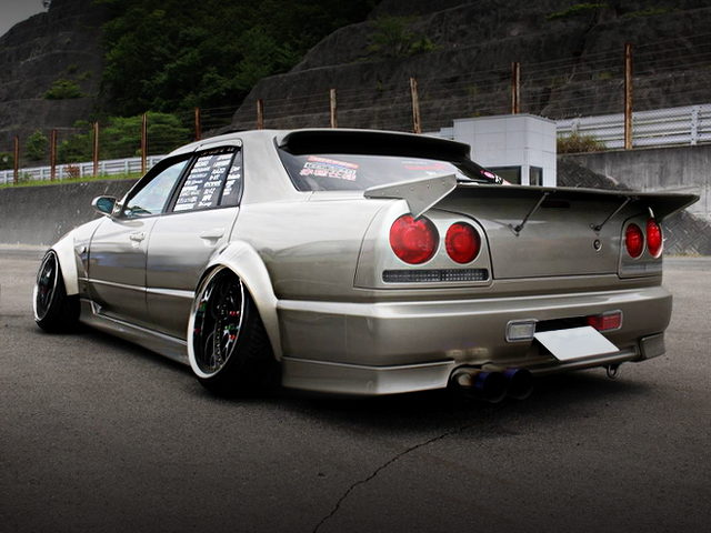 REAR EXTERIOR ER34 SKYLINE 4-DOOR