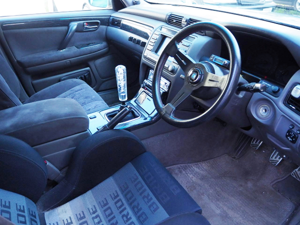 NARDI STEERING AND MANUAL SHIFT OF JZS171 CROWN INTERIOR