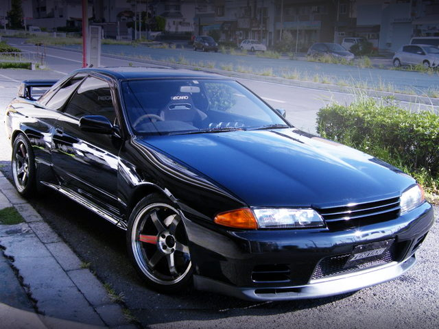 FRONT EXTERIOR OF R32 GT-R OF BLACK