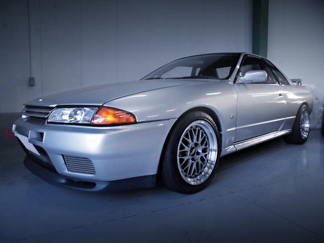 FRONT EXTERIOR OF R32 SKYLINE GT-R With SILVER