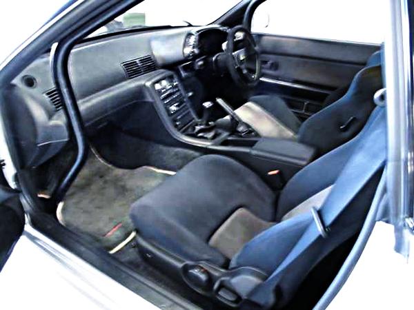 ROLL BAR OF R32 GT-R INTERIOR