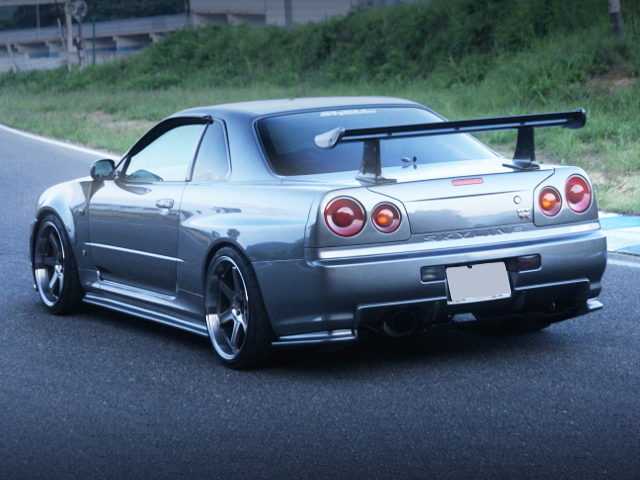 REAR EXTERIOR OF R34 SKYLINE GT-R