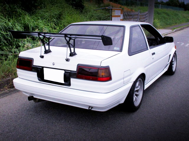 REAR GT-WING AND TRUENO TAIL LIGHT INSTALLED AE86 LEVIN
