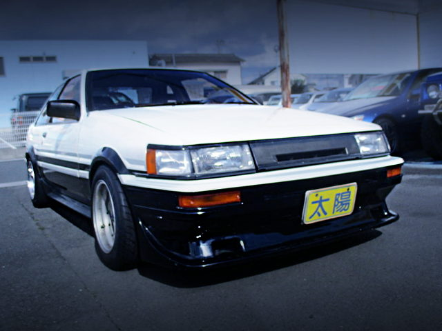 FRONT EXTERIOR OF AE86 COROLLA LEVIN PANDA COLOR