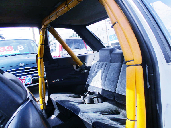 ROLL BAR INSTALLED AE86 INTERIOR