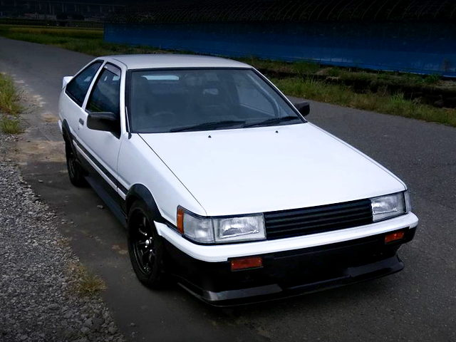 FRONT EXTERIOR OF AE86 LEVIN GTV PANDA COLOR