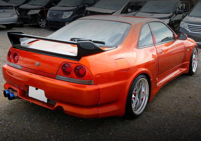 REAR EXTERIOR OF ECR33 SKYLINE 2-DOOR WIDEBODY