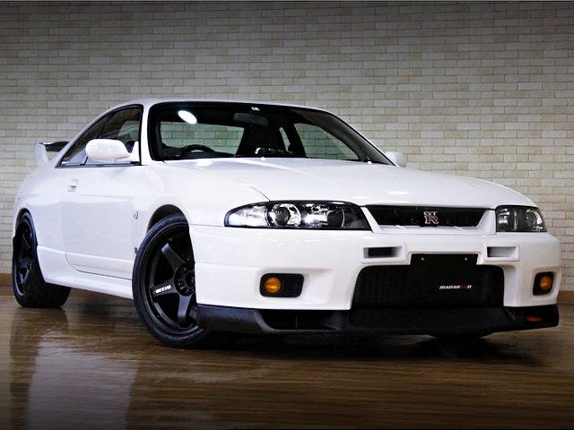 FRONT EXTERIOR R33 SKYLINE GT-R V-SPEC WHITE