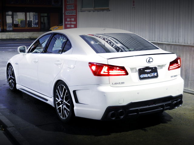 REAR EXTERIOR OF GSE21 LEXUS IS350 VERSION L WHITE