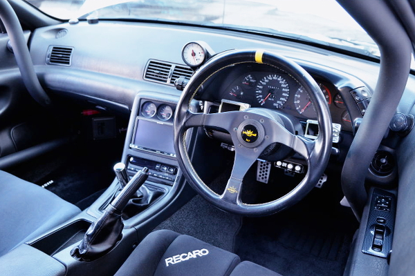 DASHBOARD AND STEERING OF R32 GT-R INTERIOR