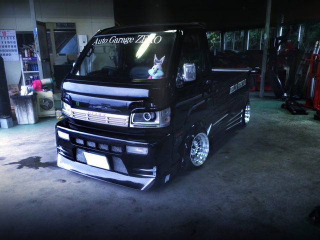 FRONT EXTERIOR S200P HIJET