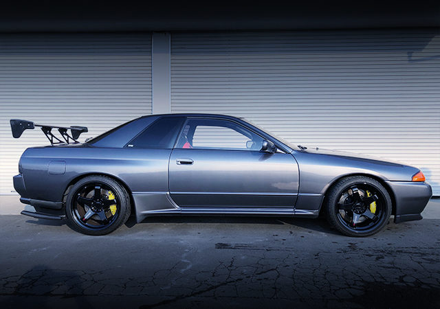 SIDE EXTERIOR OF R32 GT-R GUN METALLIC