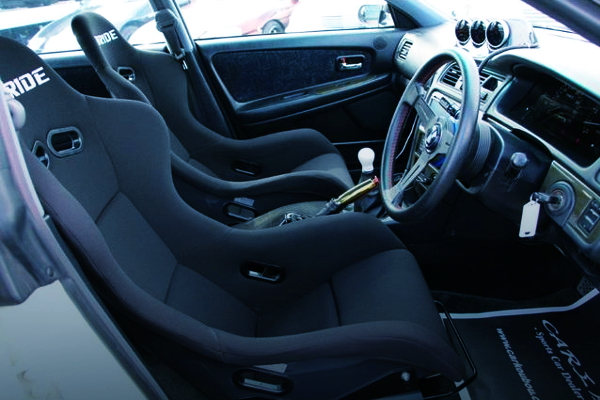 INTERIOR DASHBOARD AND FULL BUCKET SEATS
