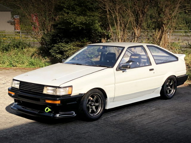 FRONT EXTERIOR OF AE86 LEVIN WHITE
