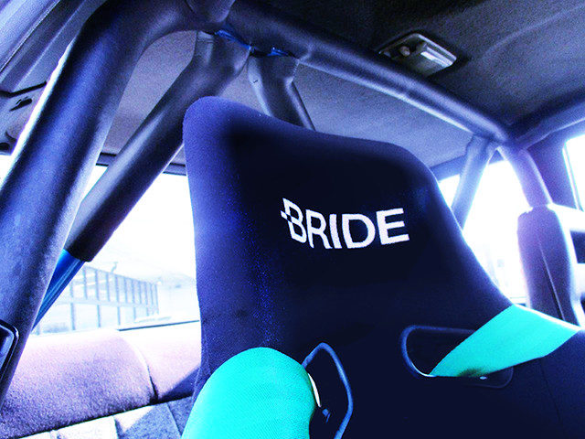 ROLL BAR AND BRIDE SEAT