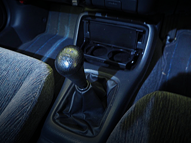 5-SPEED MANUAL SHIFT KNOB