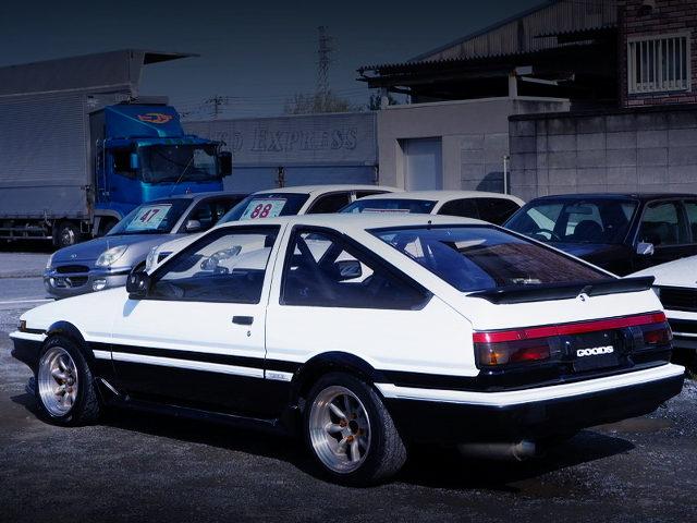 REAR EXTERIOR AE86 TRUENO GT-APEX TO PANDA COLOR