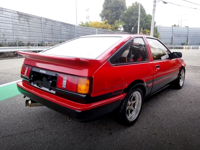 REAR EXTERIOR LEVIN HATCH GT-APEX