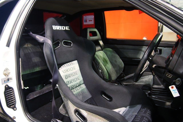 DRIVER TO BRIDE FULL BUCKET SEAT