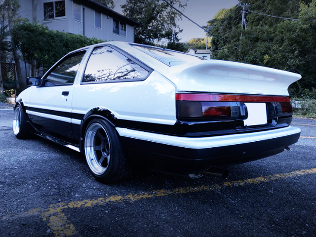 REAR EXTERIOR AE86 LEVIN HATCH GT-APEX TO PANDA COLOR