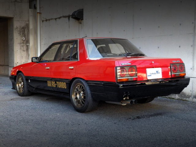 REAR EXTERIOR OF DR30 SKYLINE 4-DOOR TO RED AND BLACK TWO TONE