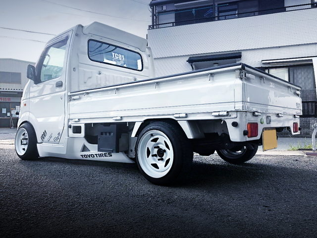 REAR EXTERIOR OF DA63T CARRY TRUCK With WHITE
