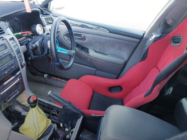 FULL BUCKET SEAT AT DRIVER