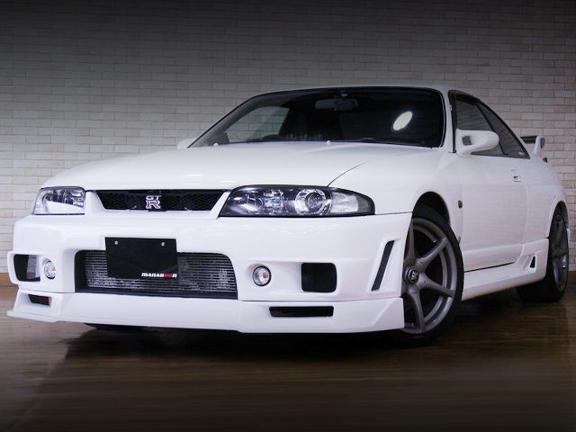 FRONT EXTERIOR OF R33 SKYLINE GT-R WHITE