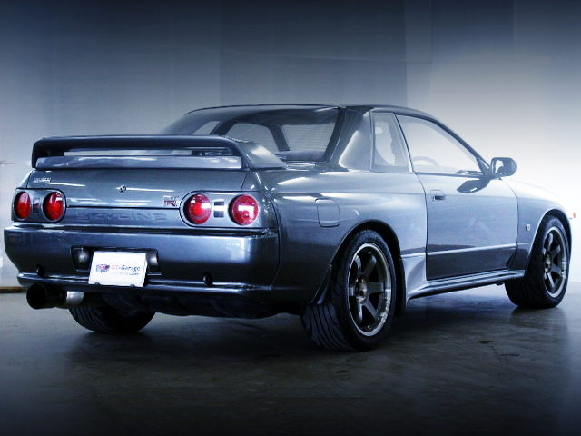 REAR EXTERIOR R32 GT-R GUN METALLIC