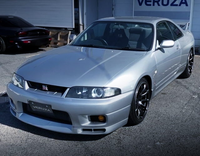 FRONT EXTERIOR R33 GT-R