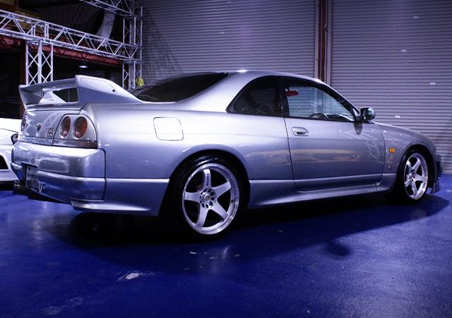 REAR EXTERIOR OF R33 GT-R