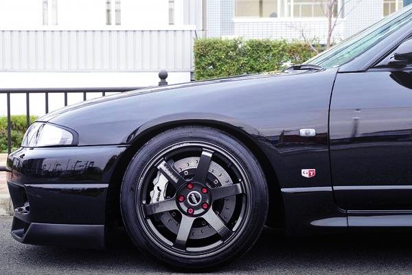 TE37SAGA WHEEL OF R33 GTR FRONT