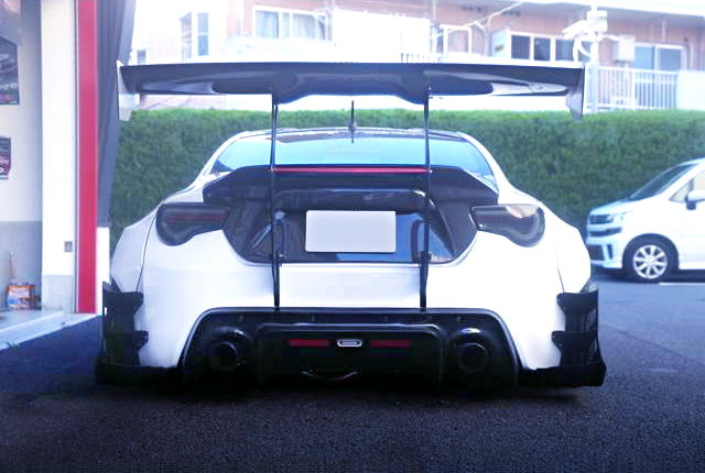 REAR GT-WING OF TOYOTA 86 G WITH ROCKET BUNNY