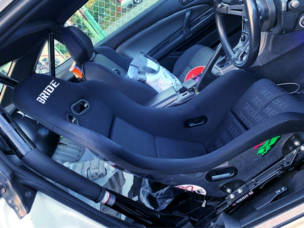 BRIDE FULL BUCKET SEAT AND ROLL BAR