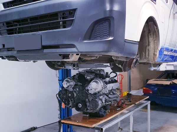 1UZ FE ENGINE AND H200 HIACE