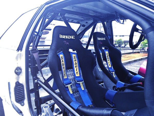 BRIDE SEATS AND ROLL CAGE