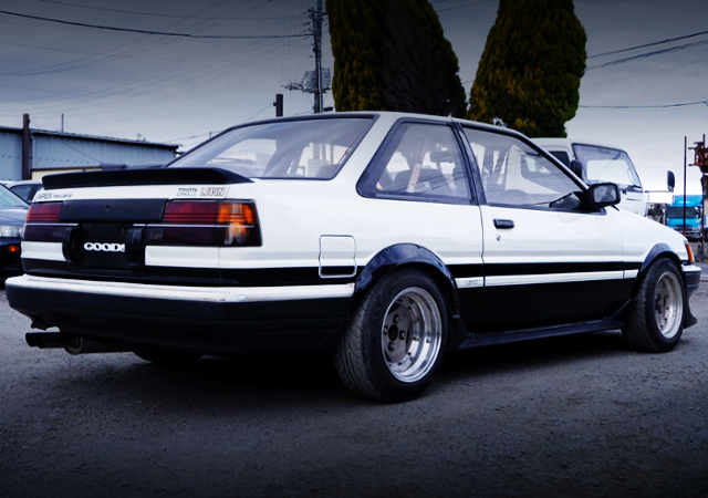 REAR EXTERIOR OF AE86 LEVIN GT-APEX