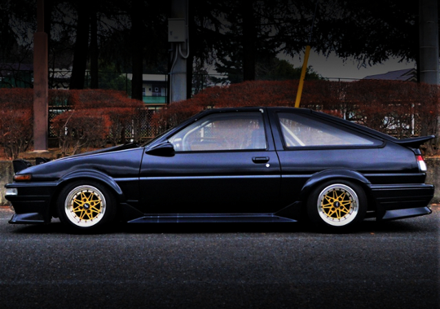LEFT SIDE EXTERIOR OF AE86 TRUENO