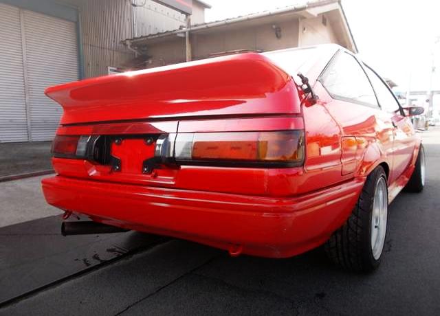 REAR EXTERIOR OF AE86 TRUENO