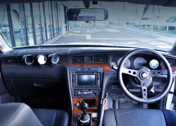 DASHBOARD OF C35 LAUREL