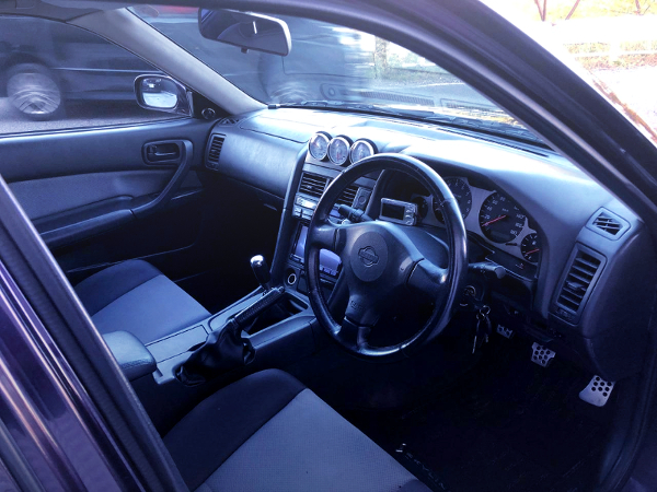 INTERIOR OF ER34 SKYLINE 4-DOOR 25GTV