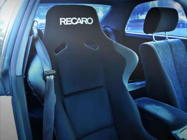 RECARO BUCKET SEAT AT DRIVER