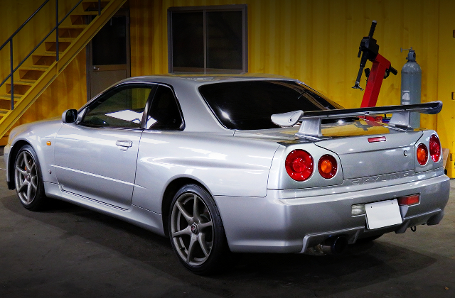 REAR EXTERIOR OF R34 GT-R TO SILVER